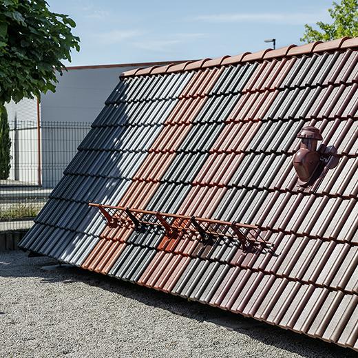 Baeuerle Baustoffe Ausstellung im Aussenbereich Dachzubehoer